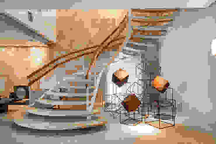 Pasillos, vestíbulos y escaleras de estilo moderno de Denise Barretto Arquitetura Moderno