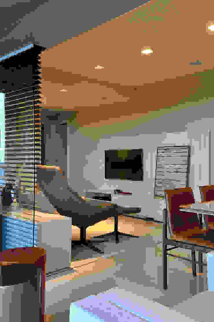 Apartamento BelaVista Salas multimídia modernas por Spinola+Carvalho Arquitetura Moderno