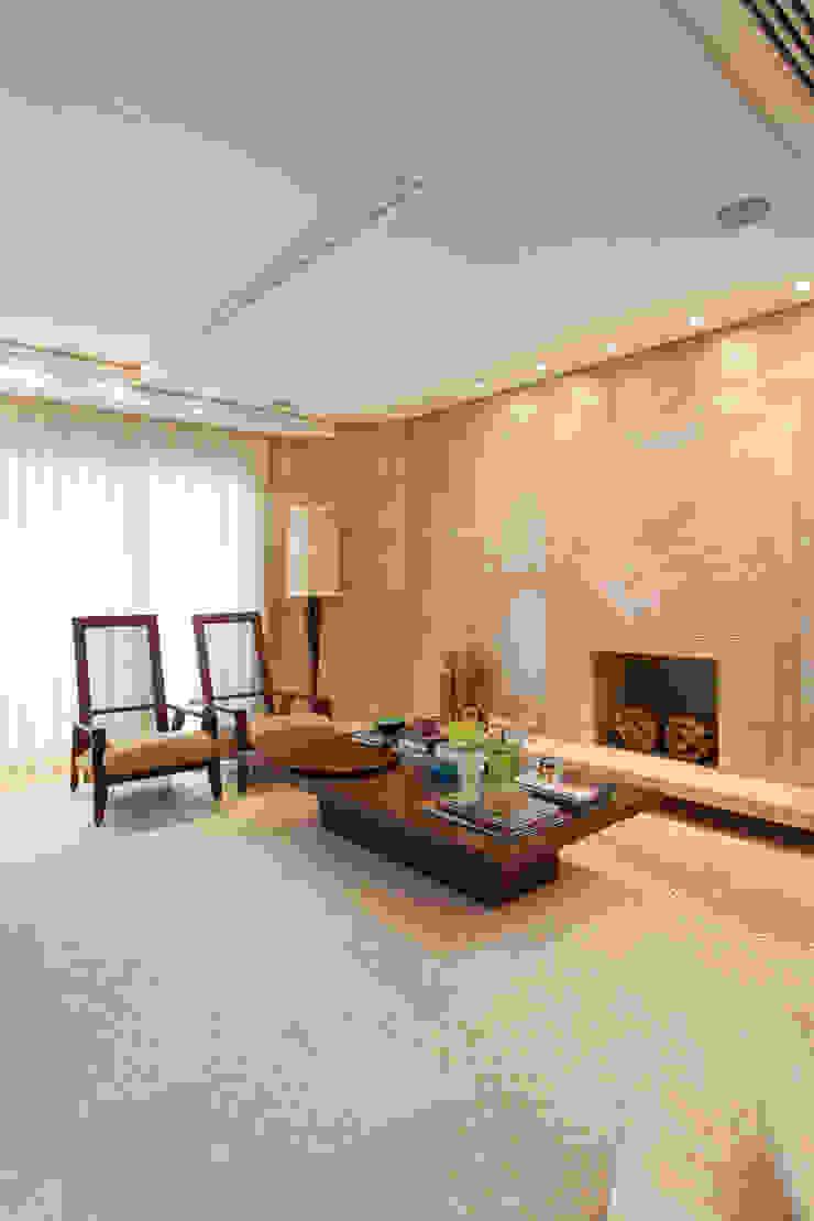 Residência Itaim Bibi Salas de estar modernas por Denise Barretto Arquitetura Moderno