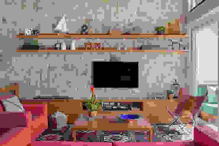 Casa Itaipava Salas de estar campestres por sadala gomide arquitetura Campestre