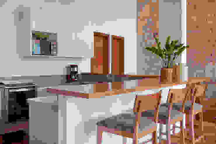 Casa Itaipava Cozinhas campestres por sadala gomide arquitetura Campestre