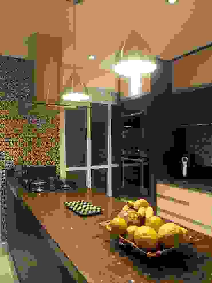 Cozinha na sala Cozinhas modernas por Lúcia Vale Interiores Moderno