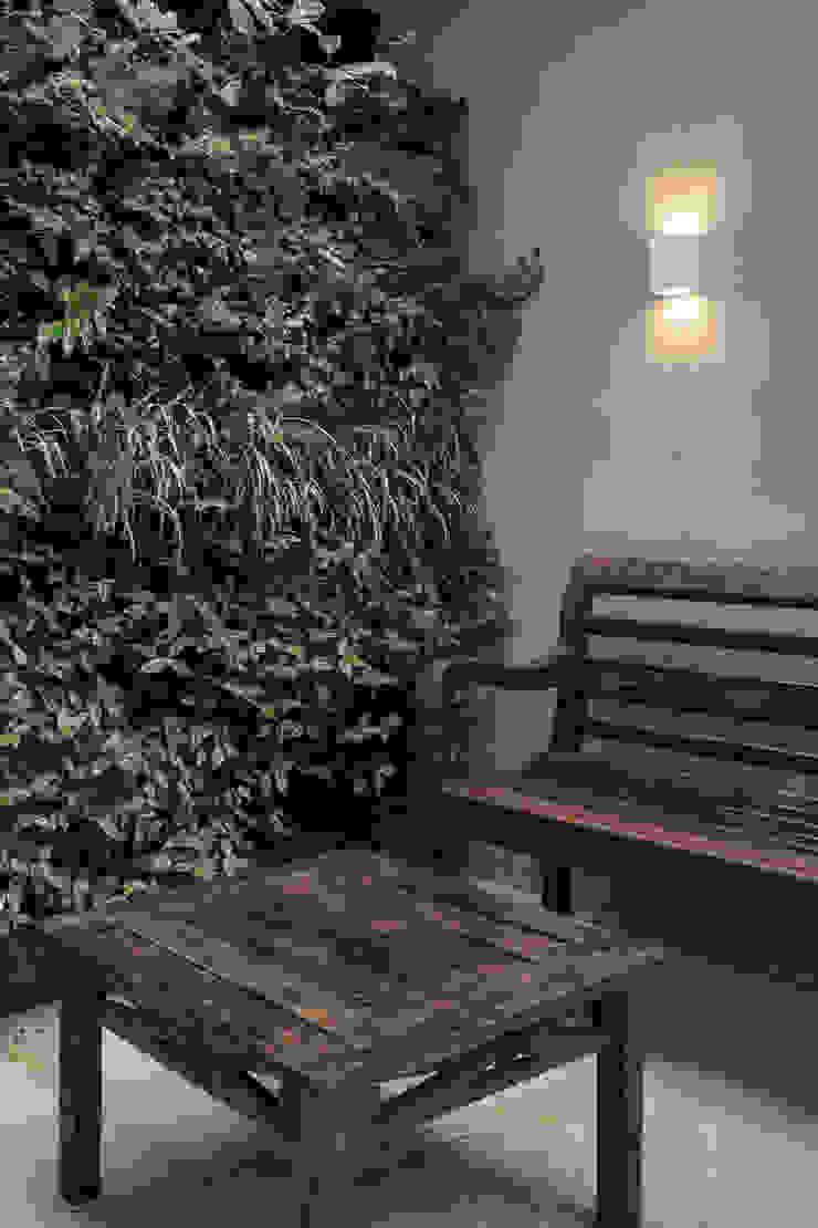 Jardim Vertical Externo Espaços comerciais modernos por Juliana Damasio Arquitetura Moderno