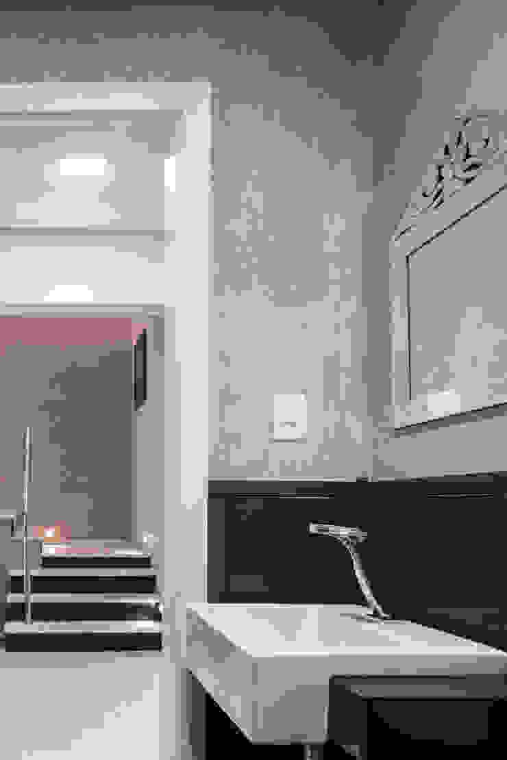 Lavabo P.N.E Espaços comerciais clássicos por Juliana Damasio Arquitetura Clássico