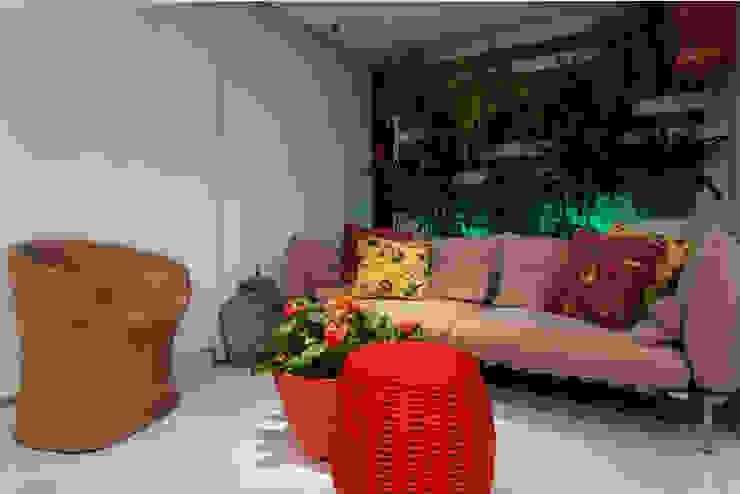 Balcones y terrazas modernos: Ideas, imágenes y decoración de Spinola+Carvalho Arquitetura Moderno