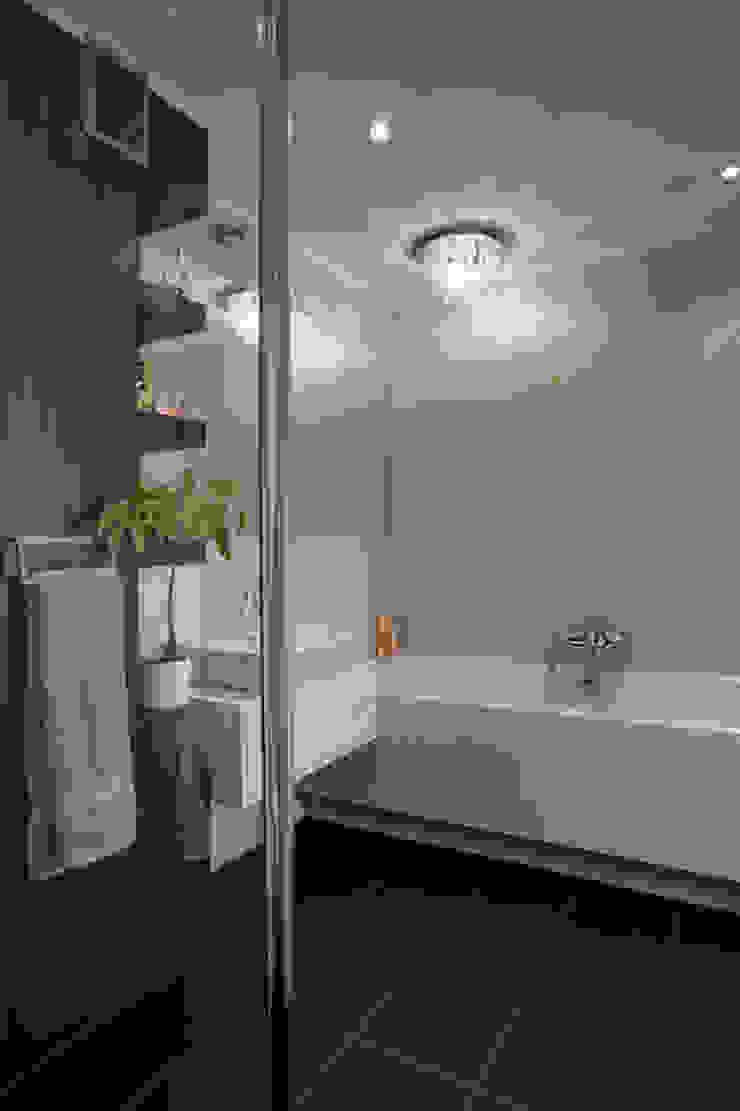 Tarna Design Studio 現代浴室設計點子、靈感&圖片