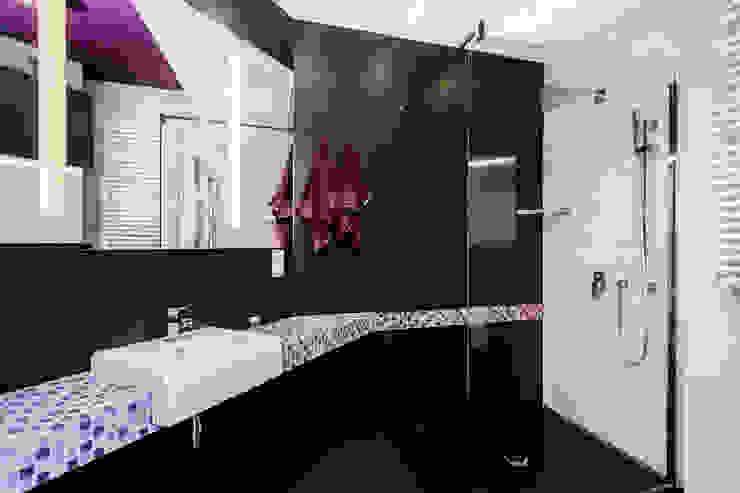Apartament Dwupoziomowy Nowoczesna łazienka od Tarna Design Studio Nowoczesny