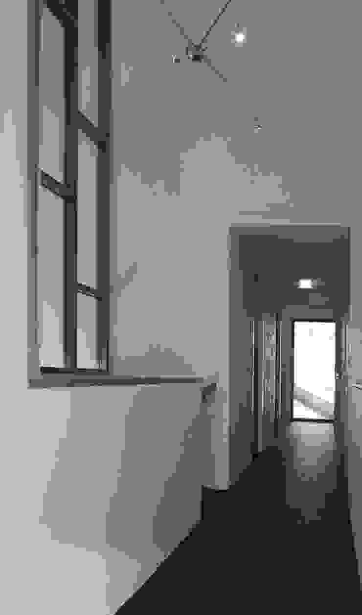 hal verdieping Moderne gangen, hallen & trappenhuizen van ddp-architectuur Modern