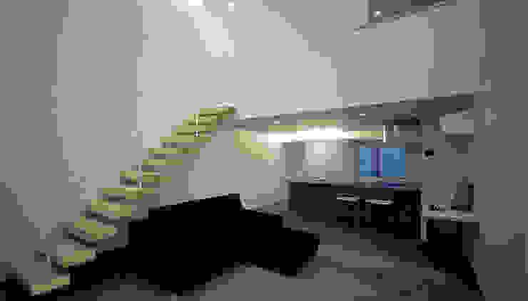 窓の無い光庭の家 モダンデザインの リビング の 近藤晃弘建築都市設計事務所 モダン
