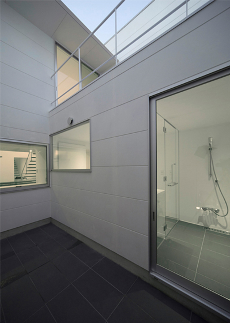 窓の無い光庭の家 モダンな庭 の 近藤晃弘建築都市設計事務所 モダン