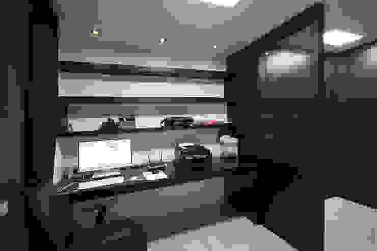 전주 아중리 대우아파트 -the grey-: 디자인투플라이의  서재 & 사무실,모던