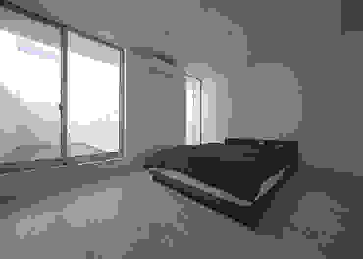 窓の無い光庭の家 モダンスタイルの寝室 の 近藤晃弘建築都市設計事務所 モダン