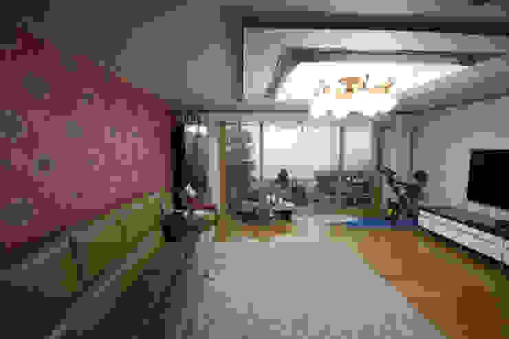 전주 아중리 대우아파트 -the grey-: 디자인투플라이의 현대 ,모던