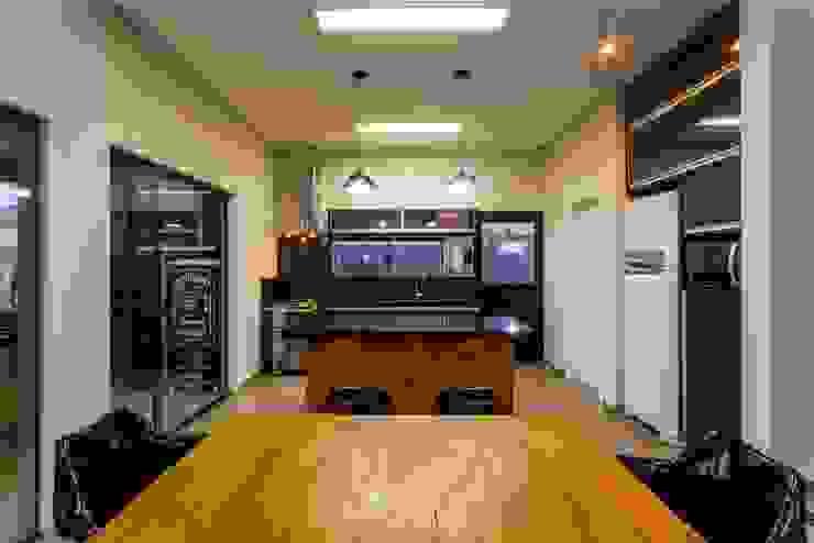 PROJETO RESIDENCIAL Cozinhas modernas por Dani Santos Arquitetura Moderno