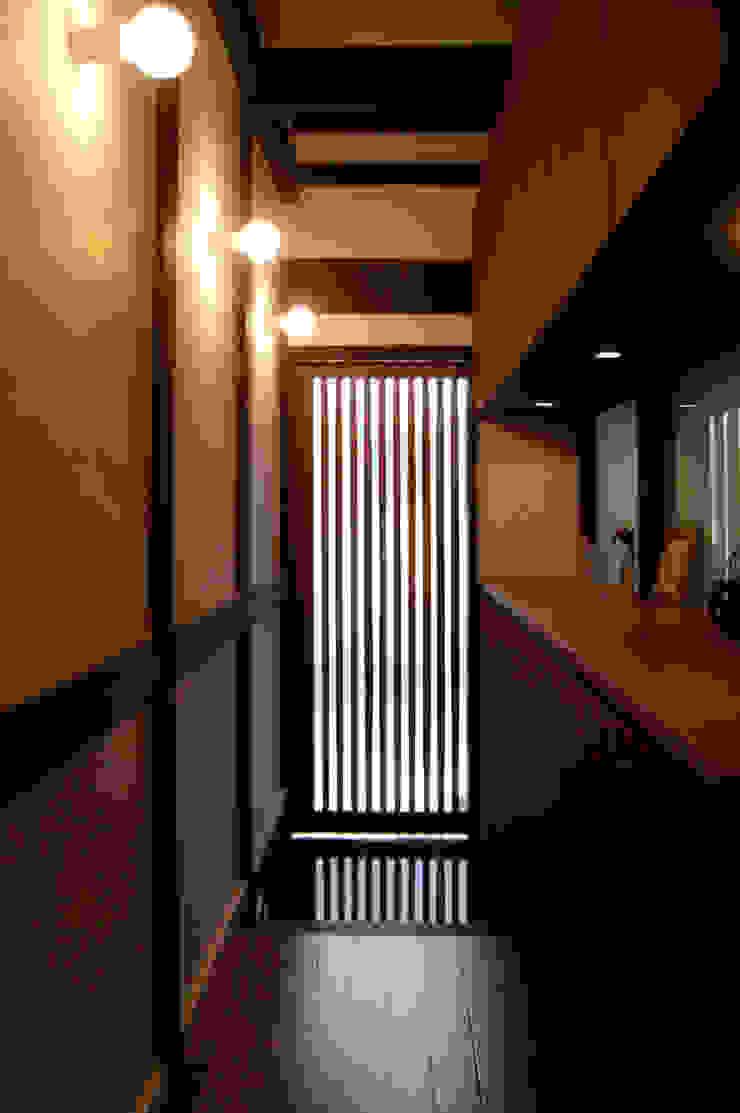 あお建築設計 Paredes y suelos de estilo clásico Madera Acabado en madera