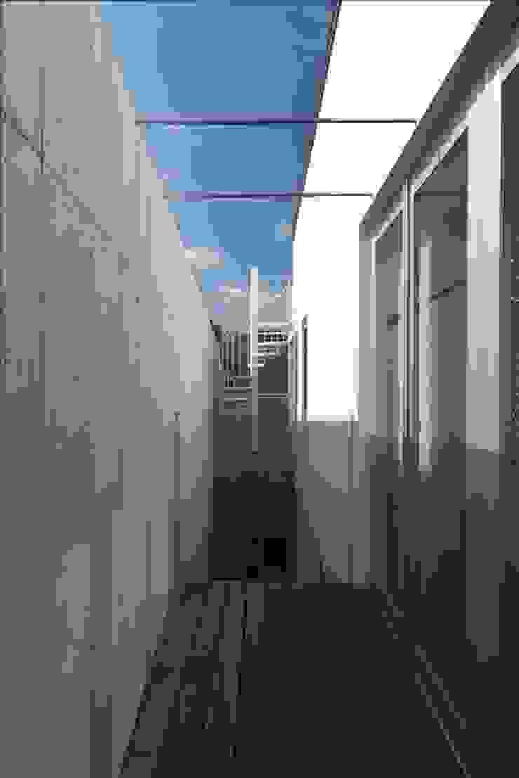Balkon, Beranda & Teras Modern Oleh Qull一級建築士事務所 Modern