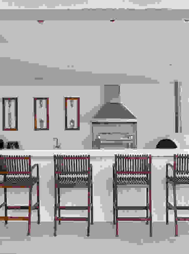 Casa Luxo Varandas, alpendres e terraços modernos por Carolina Mendonça Projetos de Arquitetura e Interiores LTDA Moderno