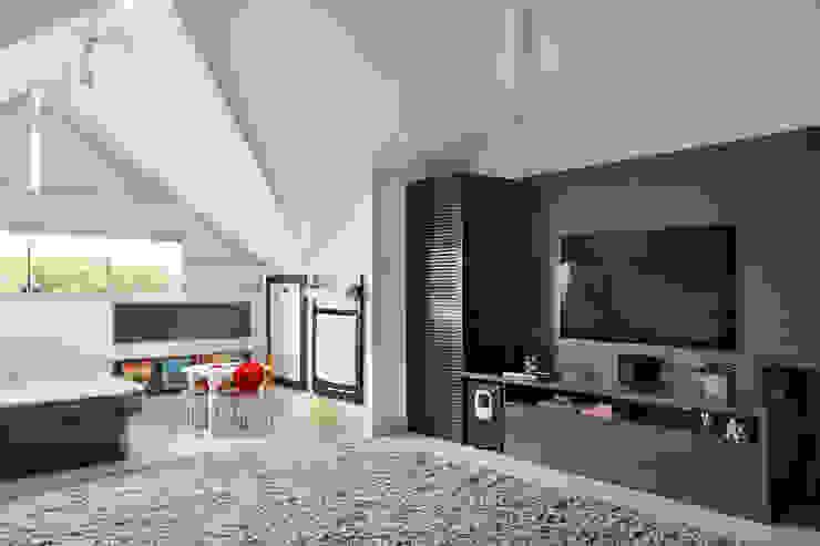 Casa Luxo Salas multimídia modernas por Carolina Mendonça Projetos de Arquitetura e Interiores LTDA Moderno
