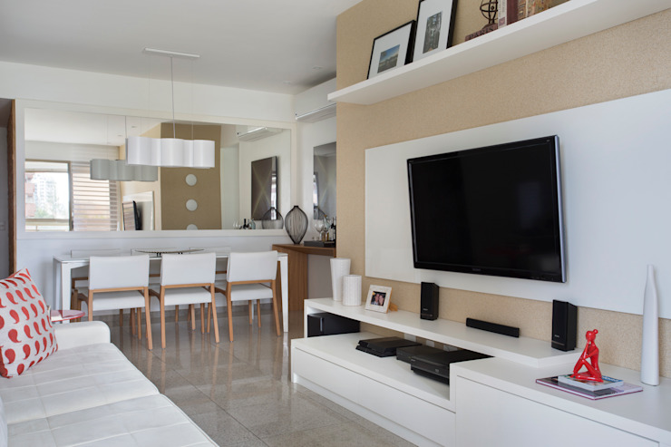 Apartamento Praia Salas de estar modernas por Carolina Mendonça Projetos de Arquitetura e Interiores LTDA Moderno