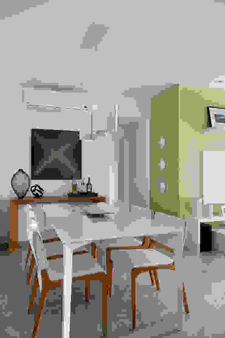 Apartamento Praia Salas de jantar modernas por Carolina Mendonça Projetos de Arquitetura e Interiores LTDA Moderno