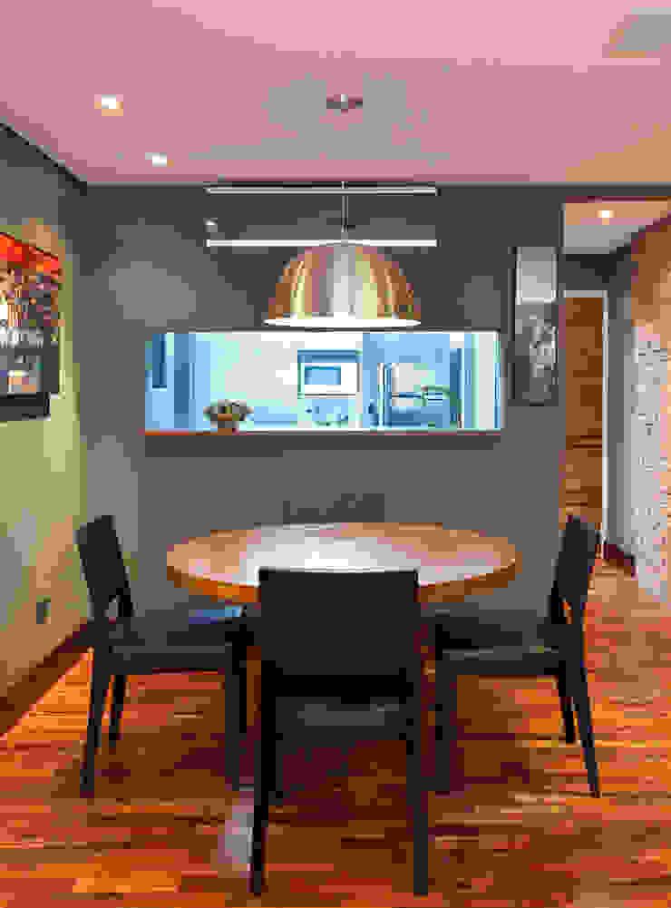 Apartamento Solteiro Salas de jantar modernas por Carolina Mendonça Projetos de Arquitetura e Interiores LTDA Moderno