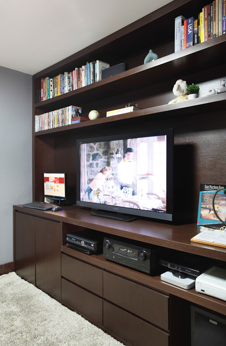 Apartamento Solteiro Salas multimídia modernas por Carolina Mendonça Projetos de Arquitetura e Interiores LTDA Moderno