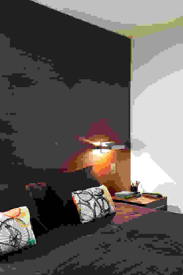 Apartamento Solteiro Quartos modernos por Carolina Mendonça Projetos de Arquitetura e Interiores LTDA Moderno
