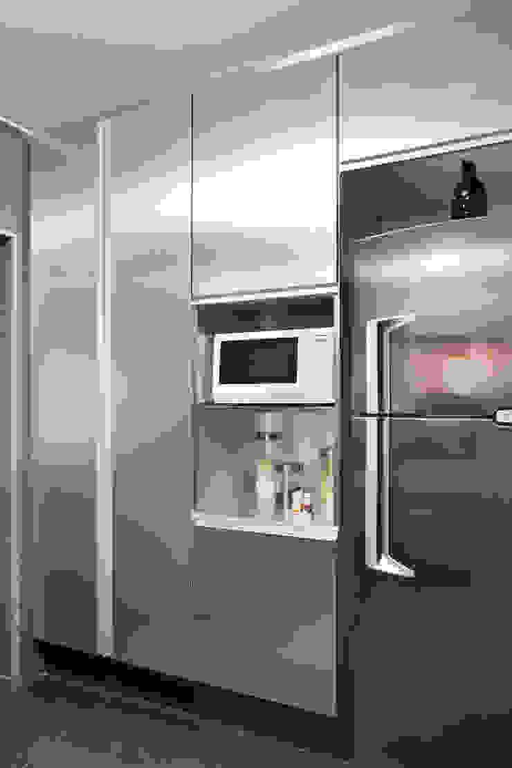 Apartamento Solteiro Cozinhas modernas por Carolina Mendonça Projetos de Arquitetura e Interiores LTDA Moderno