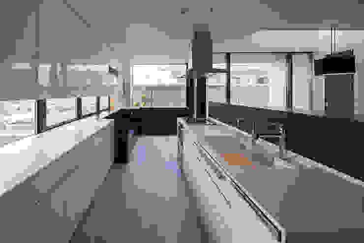 K-HOUSE内観1 モダンな キッチン の 3*D空間創考舎一級建築士事務所 モダン