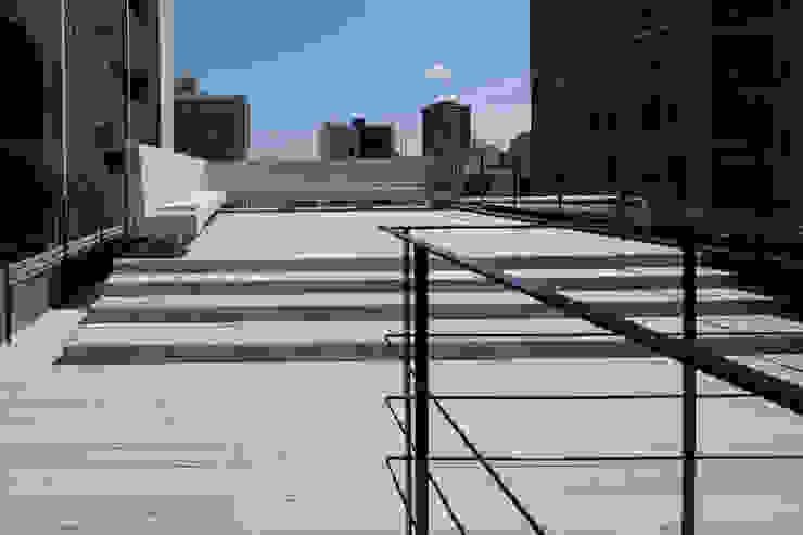 S-HOUSE外観5 モダンデザインの テラス の 3*D空間創考舎一級建築士事務所 モダン