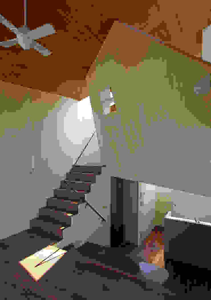 赤塚の住宅: アトリエハコ建築設計事務所/atelier HAKO architectsが手掛けた現代のです。,モダン