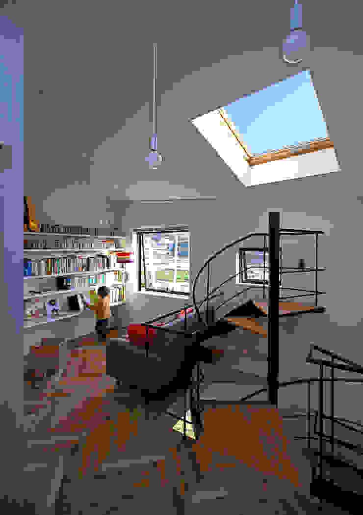 キナリの家: アトリエハコ建築設計事務所/atelier HAKO architectsが手掛けたカントリーです。,カントリー