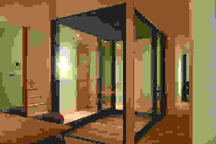 光庭まわり モダンスタイルの 玄関&廊下&階段 の FURUKAWA DESIGN OFFICE モダン
