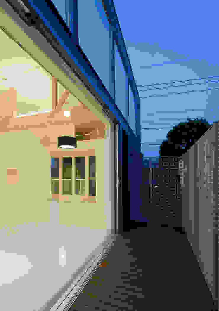 町田の家 モダンデザインの テラス の 萩原健治建築研究所 モダン