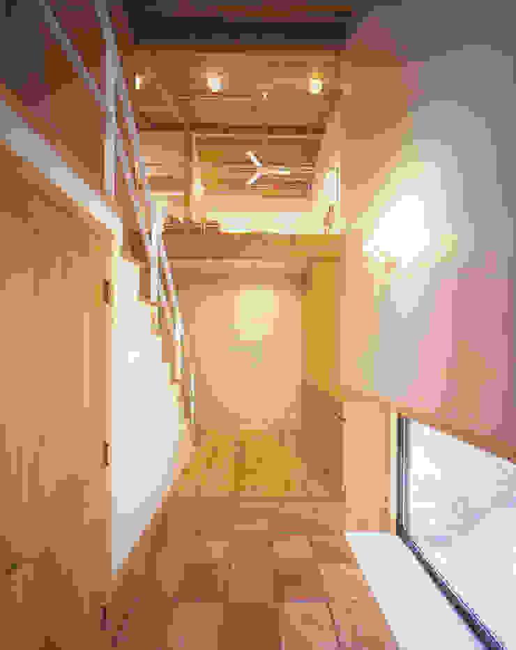 Modern Walls and Floors by 有限会社 起廣プラン 一級建築士事務所 Modern