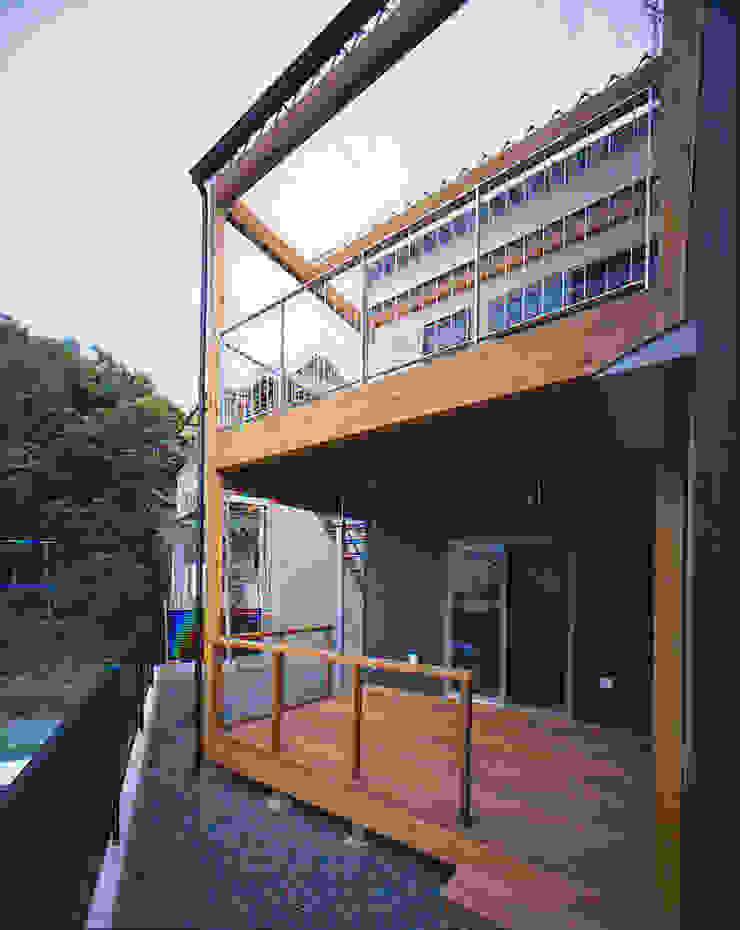 Modern Terrace by 有限会社 起廣プラン 一級建築士事務所 Modern