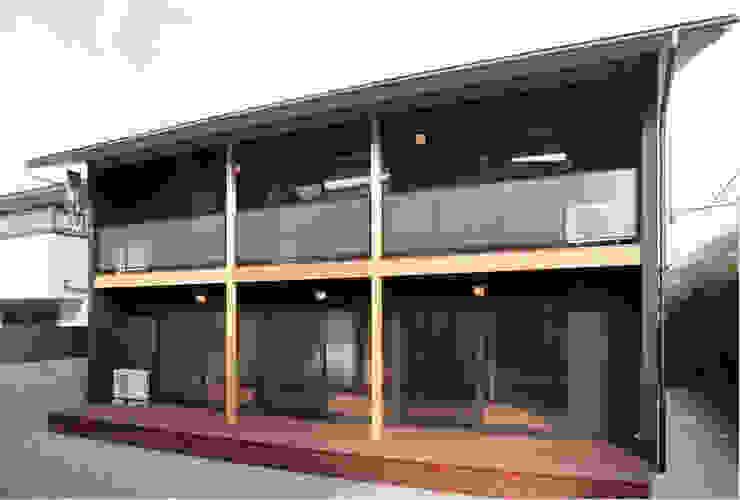 デッキ モダンデザインの テラス の 有限会社 起廣プラン 一級建築士事務所 モダン