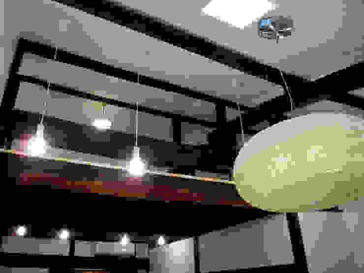 あお建築設計 Salas multimedia de estilo clásico Madera Acabado en madera