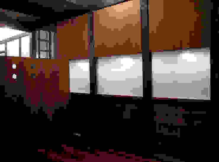 あお建築設計 Dormitorios de estilo clásico Madera maciza Acabado en madera