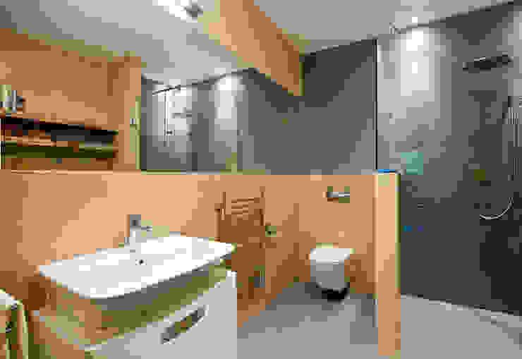 Ванная комната в стиле модерн от tomasz czajkowski pracownia Модерн