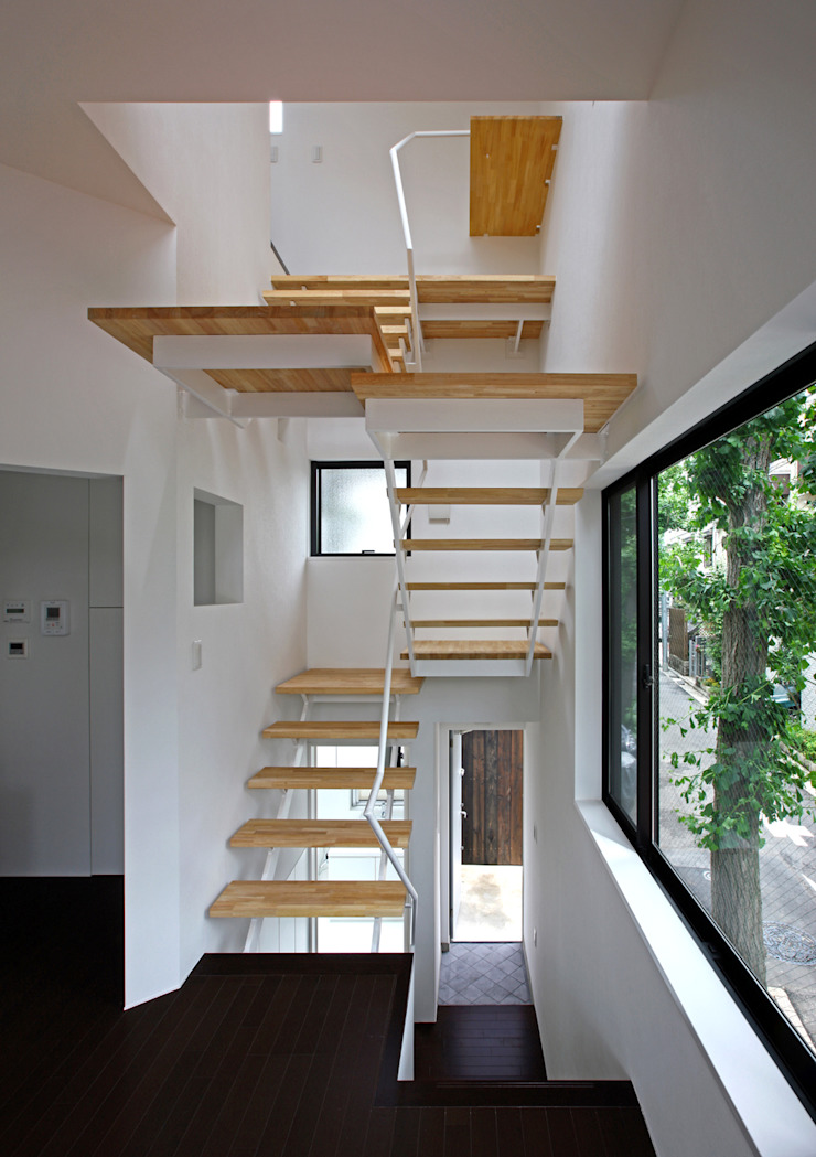 TOKYO TREE HOUSE: アトリエハコ建築設計事務所/atelier HAKO architectsが手掛けた現代のです。,モダン