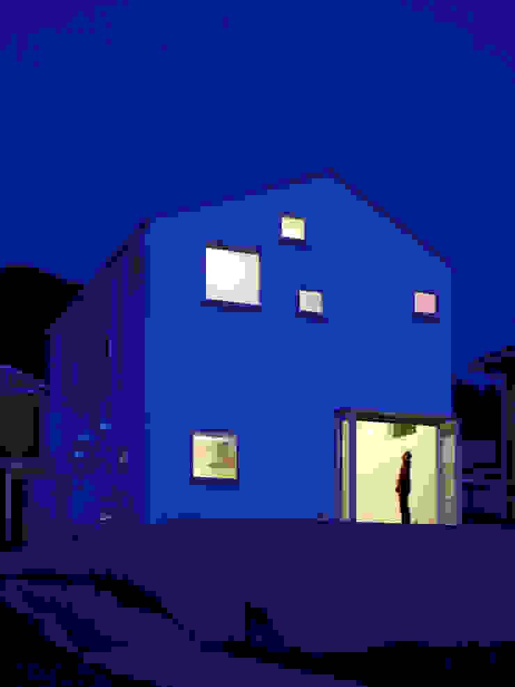 パズルハウス・ビューハウス: アトリエハコ建築設計事務所/atelier HAKO architectsが手掛けた現代のです。,モダン