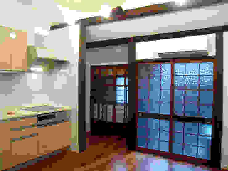 キッチンと書斎 クラシックデザインの 書斎 の あお建築設計 クラシック 無垢材 多色