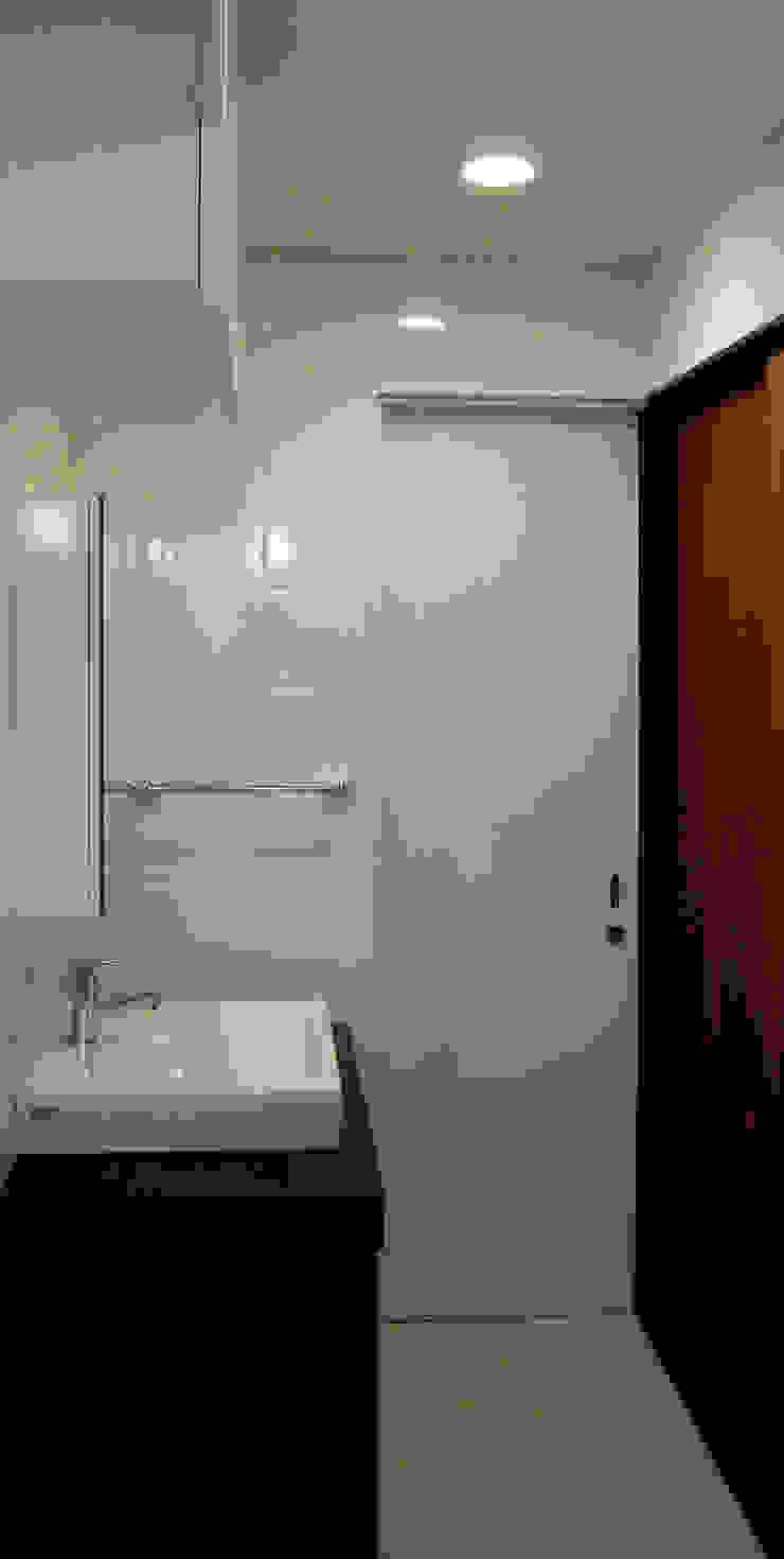 洗面: あお建築設計が手掛けたクラシックです。,クラシック タイル