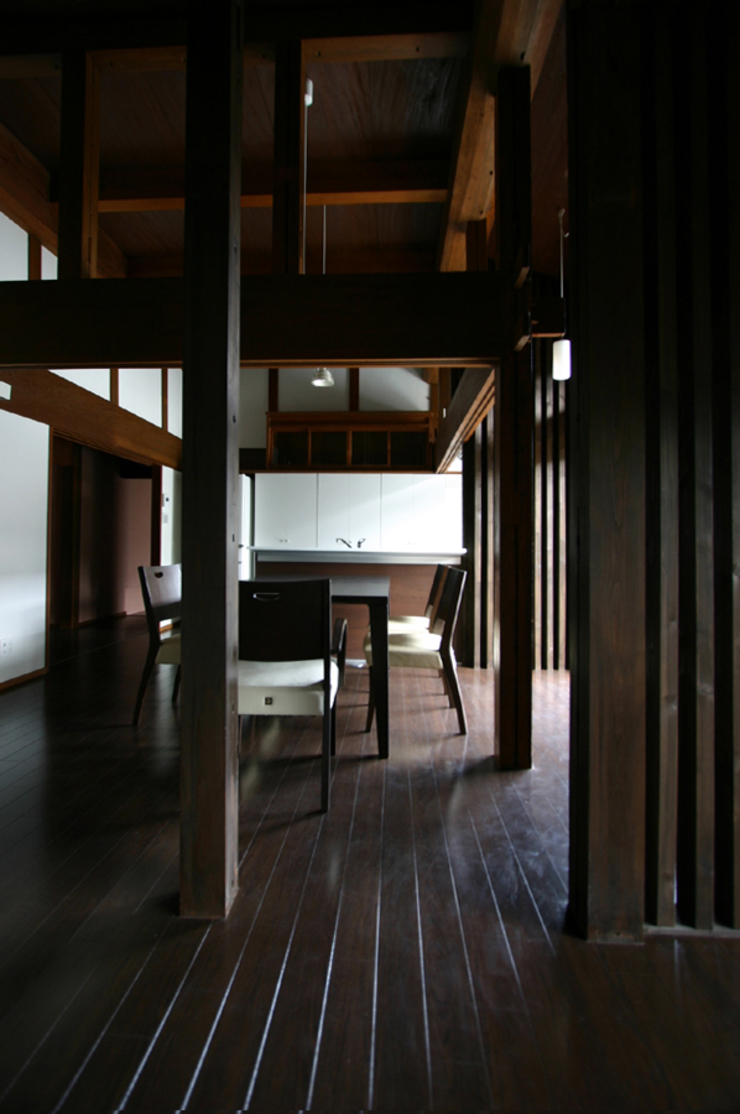 和泉中央の家・古民家改築」LDK。: SADOが手掛けたクラシックです。,クラシック
