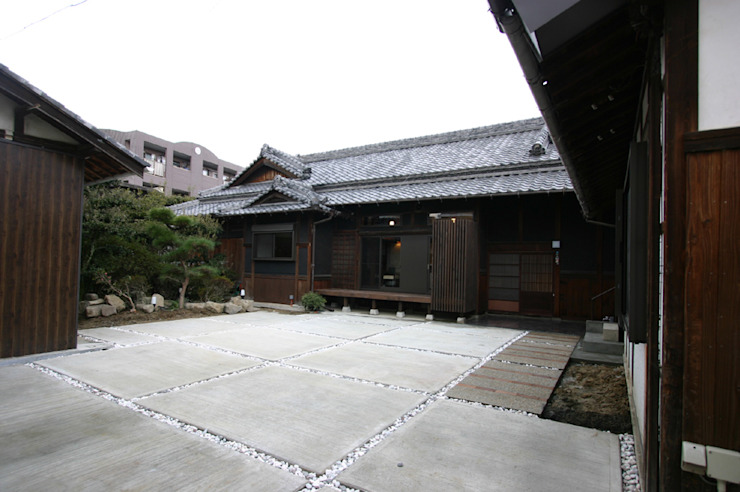 和泉中央の家・古民家改築 外観: SADOが手掛けたクラシックです。,クラシック