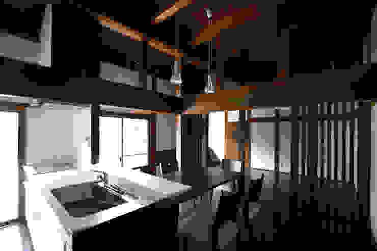 和泉中央の家・古民家改築 LDK: SADOが手掛けたクラシックです。,クラシック