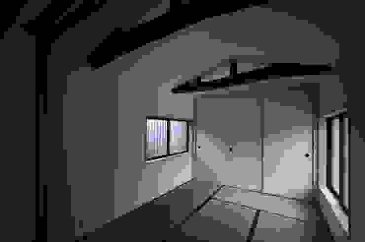 和泉中央の家・古民家改築 祖母和室: SADOが手掛けたクラシックです。,クラシック