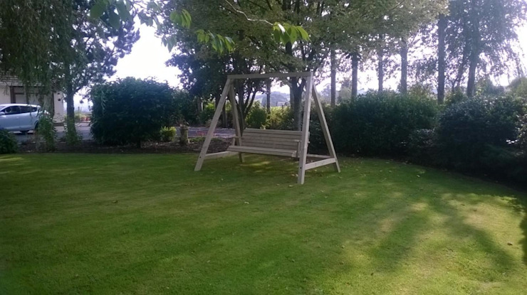 Outdoor Garden Swing Classic style gardens by NI Climbing Frames Classic