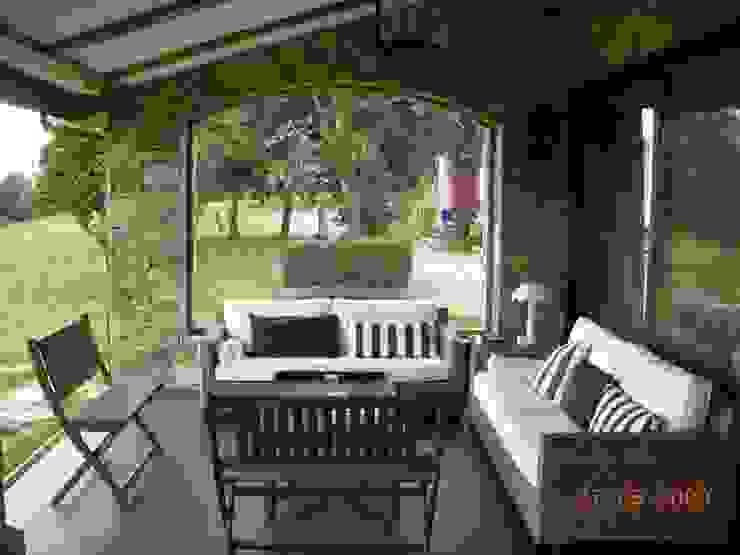 Rustieke balkons, veranda's en terrassen van DE DIEGO ZUAZO ARQUITECTOS Rustiek & Brocante